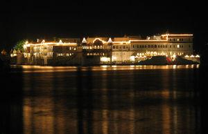 300px-lake_palace.jpg